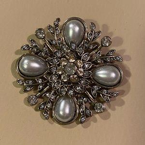 🤩 Pearl&rhinestone w/ gold&silver accents broach